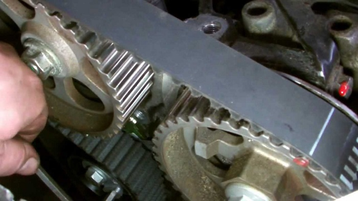 The DCI 1.5 engine uses a timing belt instead of a chain