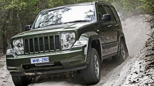 compare jeep cherokee and jeep compass which is better. Black Bedroom Furniture Sets. Home Design Ideas