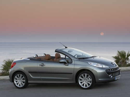 compare peugeot 207 and peugeot 308. which is better?