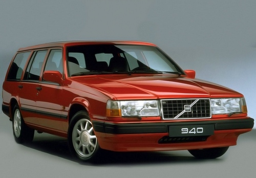 Compare Volvo 940 and Volvo V70. Which is Better